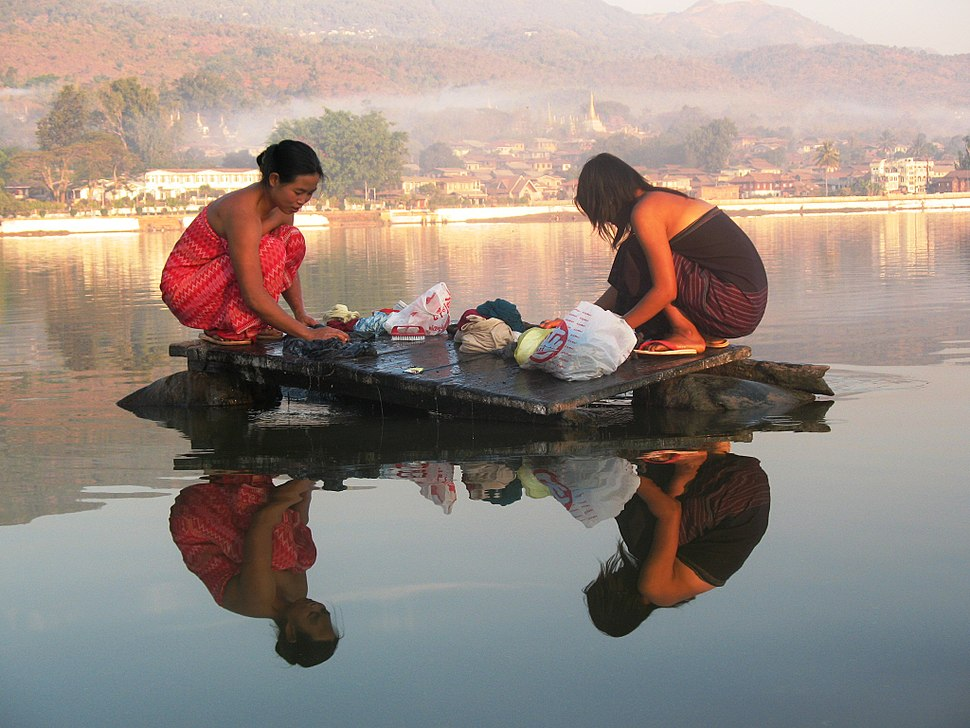 Burmese girls laundring in the lake435