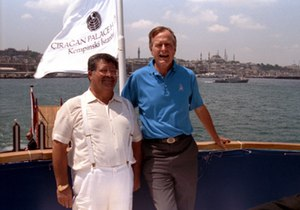Turgut Özal -  Turgut Özal and George Bush in Istanbul.