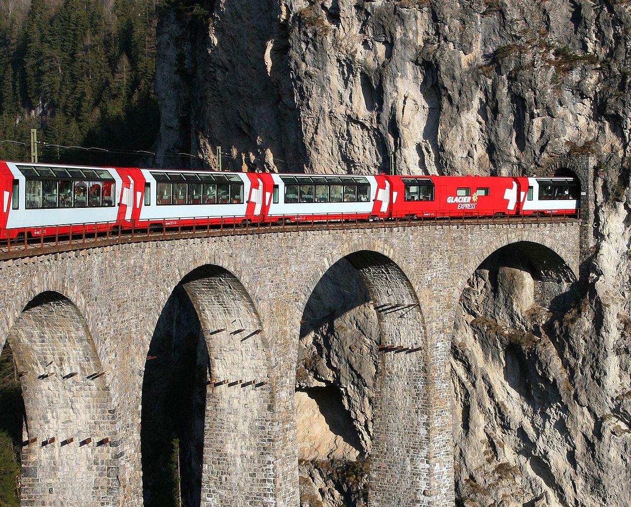 Glacier Express atravesando el puente del Landwasser