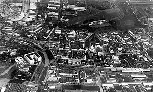 COLLECTIE TROPENMUSEUM Luchtfoto van Semarang rechtsboven N.I.S. station TMnr 10014760