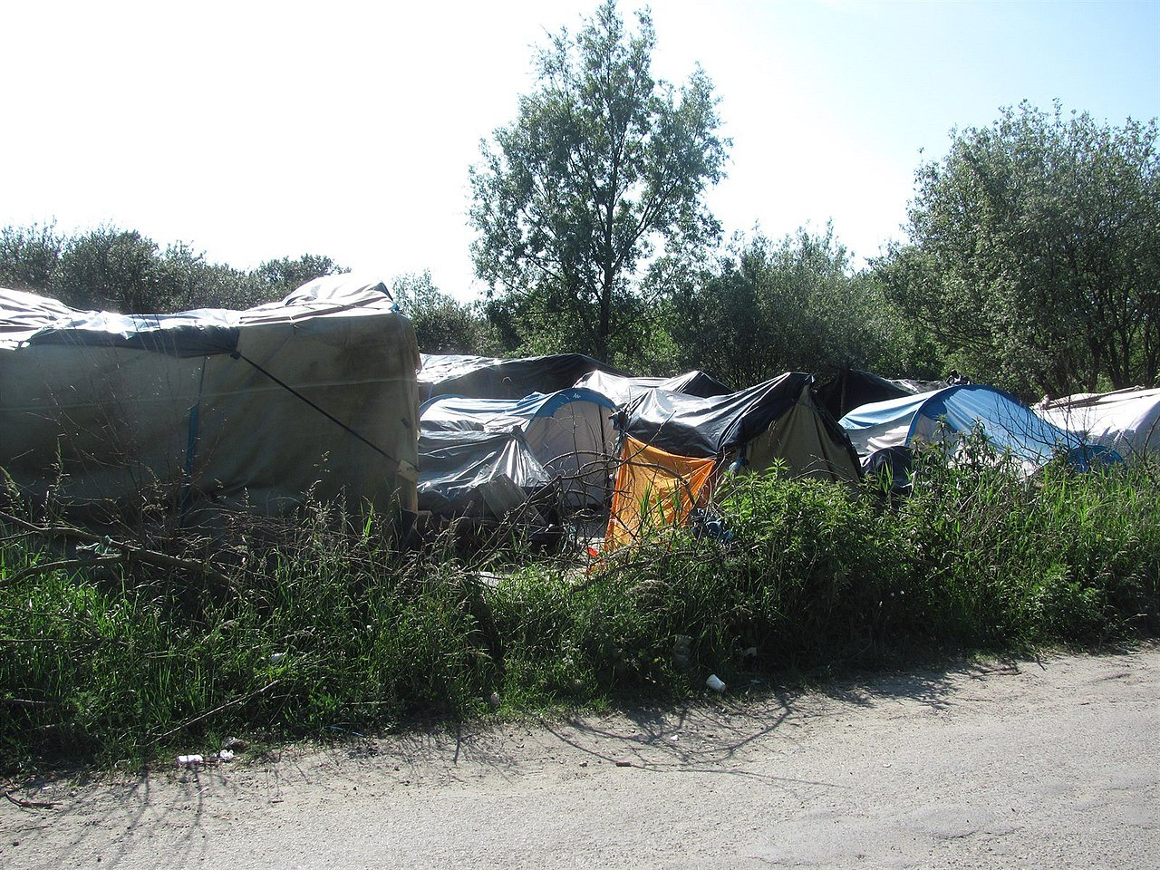Calais refugee camp 4.JPG