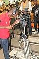 Cameraman ivoirien en activité 03.jpg