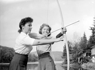 https://upload.wikimedia.org/wikipedia/commons/thumb/b/bb/Camp._Wooden_Acres_-_Archery_BAnQ_P48S1P07443.jpg/320px-Camp._Wooden_Acres_-_Archery_BAnQ_P48S1P07443.jpg