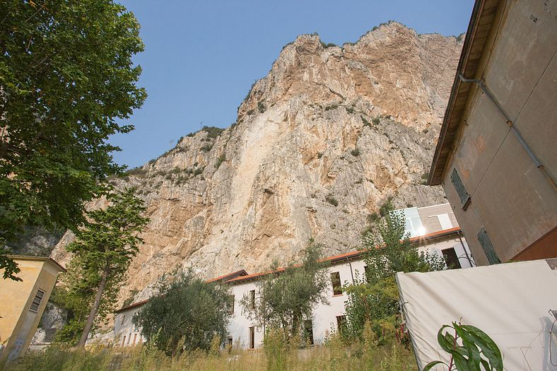 Campione del Garda houses 3.jpg