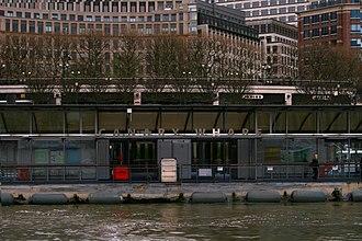 Canary Wharf Pier - Image: Canary Wharf Pier 1