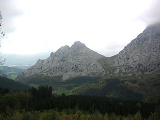 Aitz Txiki - Aitz Txiki south face, beside Alluitz (to the right, covered bt fog, separated by Artola col).