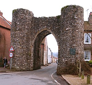 Castle Acre Castle and town walls - Exterior view of the town's bailey gate