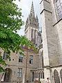Cathédrale Saint-Corentin de Quimper (Flèche sud vue des jardins).jpg