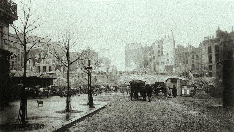Fichier:Charles Marville - Demolition of Butte des Moulins for Avenue de l'Opéra.jpg