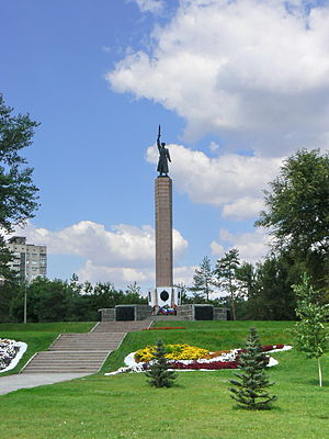 """10th NKVD Division (Soviet Union) - Obelisk dedicated to the soldiers of the 10th NKVD in """"Chekist Square"""" in Volgograd"""
