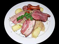 La cuisine alsacienne : choucroute, etc... 200px-Choucroute-p1030189