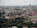 Cidade de Sertãozinho, em destaque a Rua Elpídio Gomes vista do Mirante do Cristo Salvador de Sertãozinho. do mirante é possível visualizar mais de 10 cidades da região de Ribeirão Preto. - panoramio.jpg