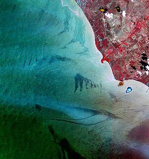 Lake Maracaibo - Oil slicks on the lake