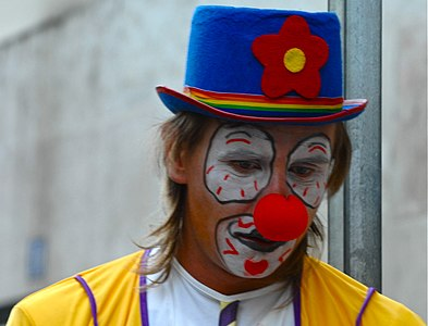 Clown with a red nose and a blue hat (3474953534).jpg
