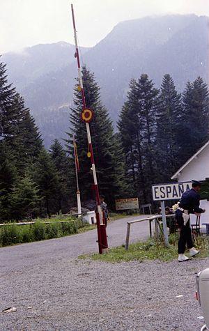 Col du Portillon - Image: Col du Portillon le poste frontière espagnol (Pyrénées)