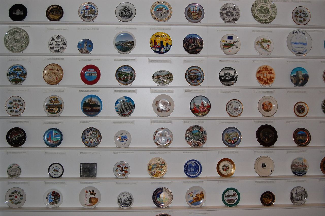 File Collection Of Plates Hotel Sirius Pristina Jpg Wikimedia Commons