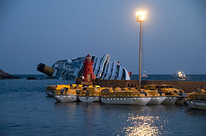 Collision of Costa Concordia 3.jpg