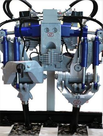 Tamping machine - System 7 fully hydraulic tamping head