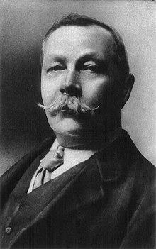 Дойл в 1914 году