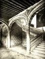 Constantin Uhde (1888) Escalera de Covarrubias en el Palacio Arzobispal de Alcalá de Henares.png