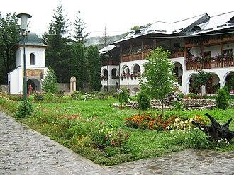 Călimănești - Image: Curtea Ostrov 1
