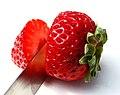 Cut strawberry - Flickr - Muffet.jpg