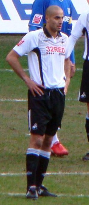 Darren Pratley - Darren Pratley playing for Swansea in 2010
