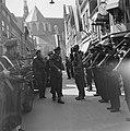 De prins wordt in de Langestraat in Alkmaar begroet door de Binnenlandse Strijdk, Bestanddeelnr 900-4731.jpg