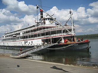 Delta Queen - Delta Queen preparing to disembark from Paducah, Kentucky on October 6, 2007.