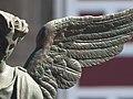 Detalle de uno de los ángeles que rodean el atrio de la Catedral de Puebla 03.jpg