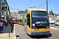Deux générations de tramways lisboètes (9297340536).jpg