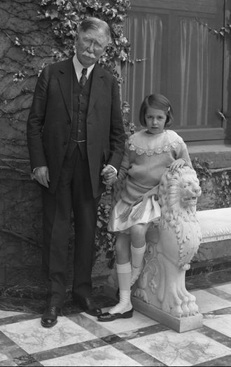 Edward L. Doheny - Edward L. Doheny and his granddaughter, Lucy Estelle, c. 1928