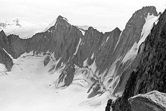 Mont Dolent - Image: Dolent et Triolet dsdm 02347