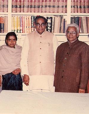 Motilal Vora - Motilal Vora (center) in 1989