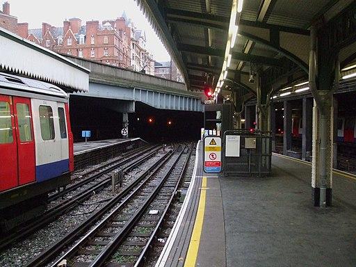 Edgware Road stn (Circle) platform 3 look east2