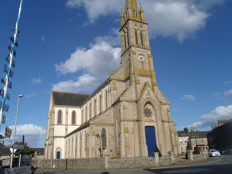 L'Eglise Saint-Pierre-et-Saint-Paul de Plélo en mai 2015.