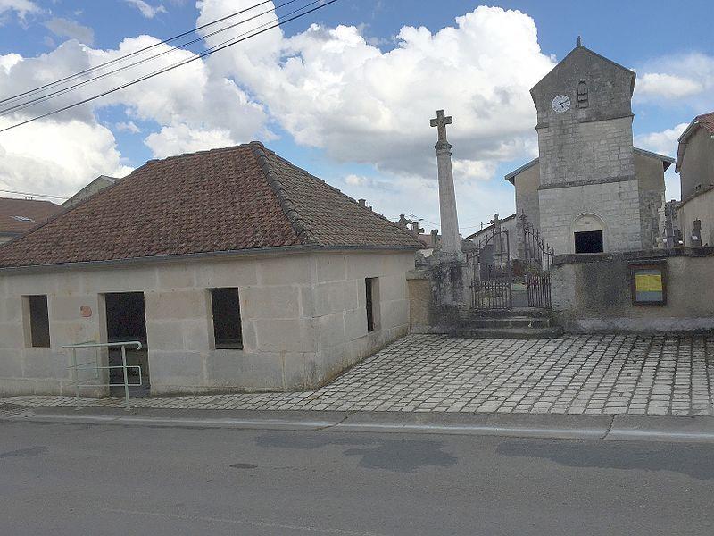 La tour de l'église date du XIIè siècle