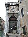 Entrata dalla fondamenta al Palazzo Grimani.jpg