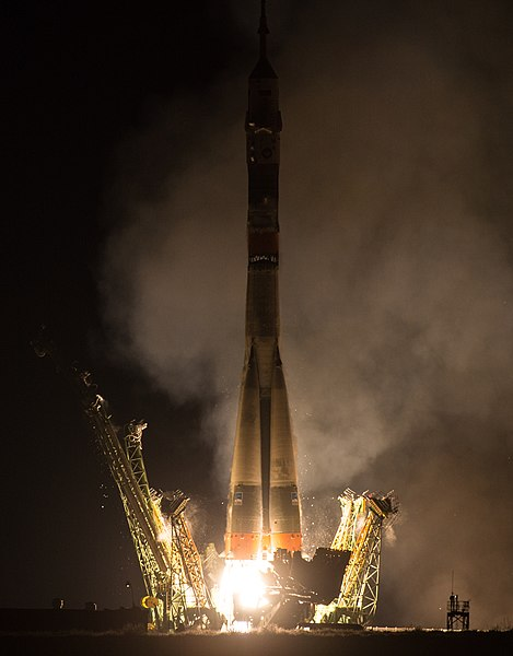 Expedition 47 Launch (NHQ201603190002).jpg