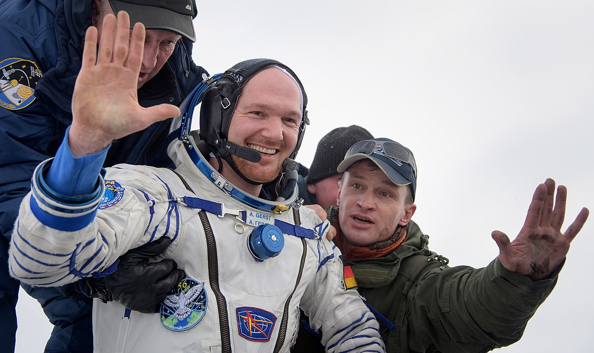 Expedition 57 Soyuz MS-09 Landing (NHQ201812200002).jpg