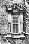 exterieur voorgevel, venster, natuurstenen ornamenten, detail - ambt delden - 20273645 - rce
