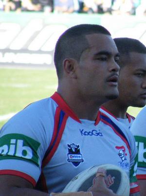 Richard Faʻaoso - Fa'aoso playing for the Newcastle Knights in 2009.
