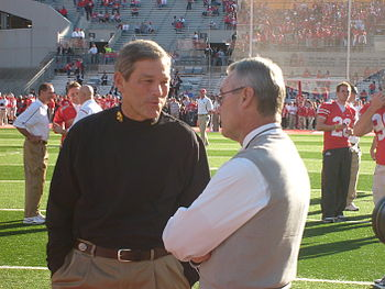 English: Iowa coach Kirk Ferentz and Ohio Stat...