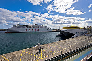 Ferry boat meeting.jpg