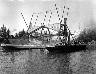 Fish wheel - Fishwheel on the Taku River in Alaska, May 1908, photo by John Nathan Cobb