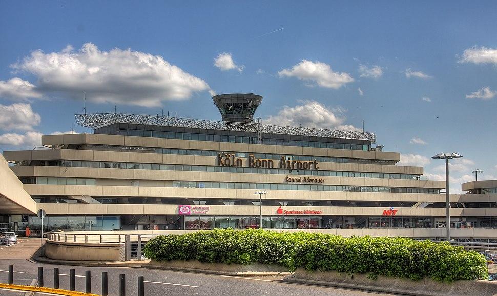 Flughafen Köln-Bonn - Terminal 1 Hauptgebäude (9054-56).jpg