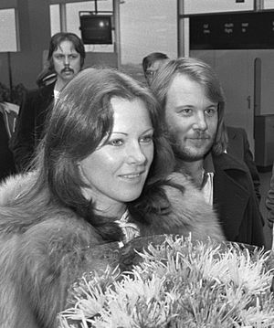 Anni-Frid Lyngstad - Lyngstad and Andersson at Amsterdam Airport Schiphol, 1976