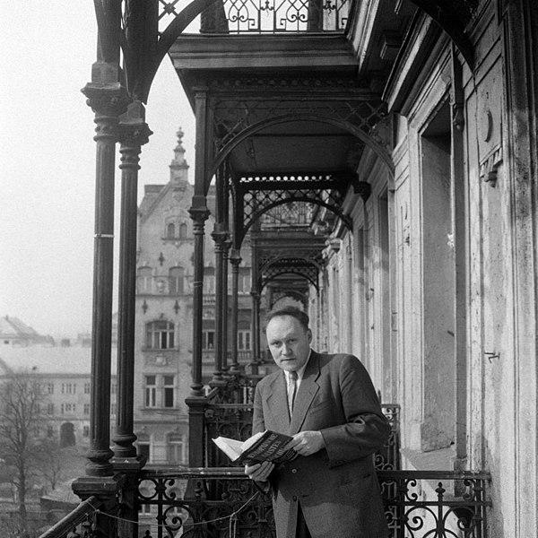 File:Friedrich Heer (1916–1983) 1955 USIS (US 12.787-2).jpg