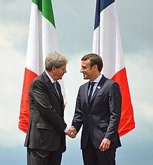 Emmanuel Macron con l'ex Presidente del Consiglio italiano Paolo Gentiloni