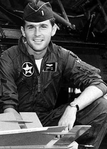 1st Lt. George W. Bush in uniform Español: Ten...